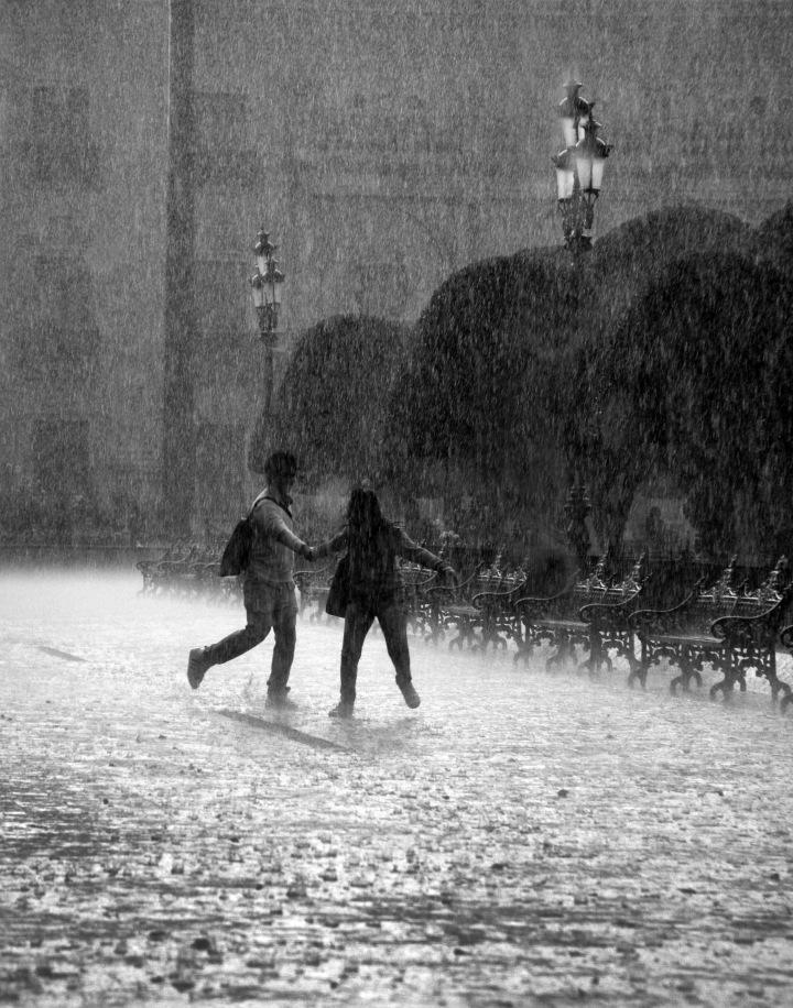 Falling_rain_in_mexico